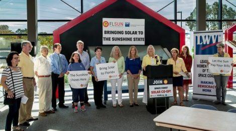 Participants enjoy the 2016 Solar Congress in Florida sunshine