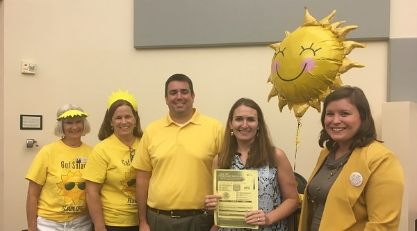 Solar supporters and Solar United Neighbors staff enjoy a Florida info session in 2017.
